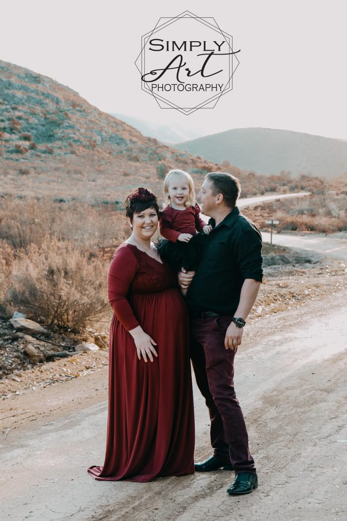 Maternity photo shoot done in Oudtshoorn - Rust en Vrede Water Oudtshoorn. Affordable photo sessions